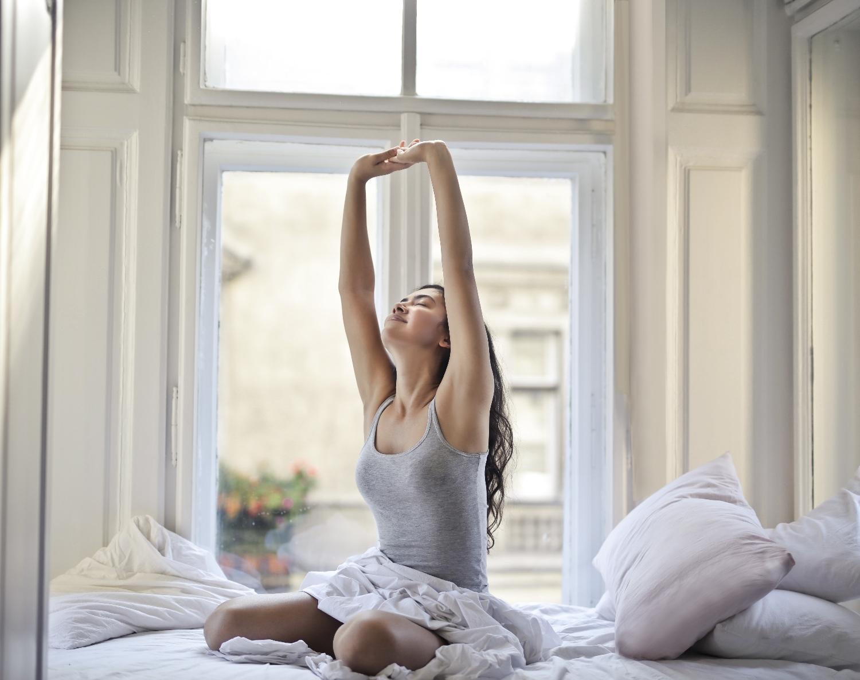 Jak nastartovat své ráno i bez kofeinu. 14 zdravých alternativ na ranní přínos energie.