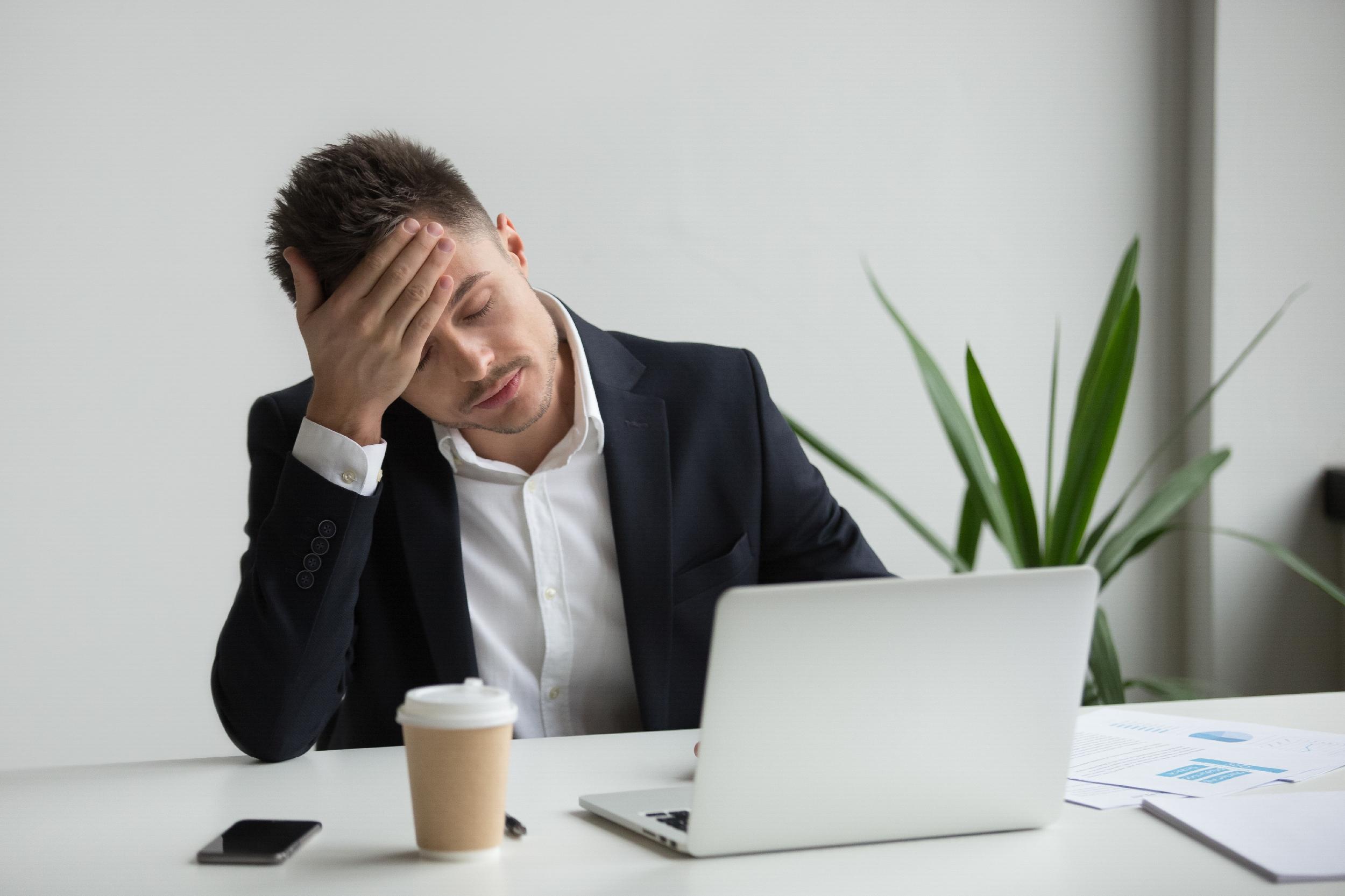 Syndrom vyhoření: Jak jej rozpoznat od běžné únavy a co s ním dělat?