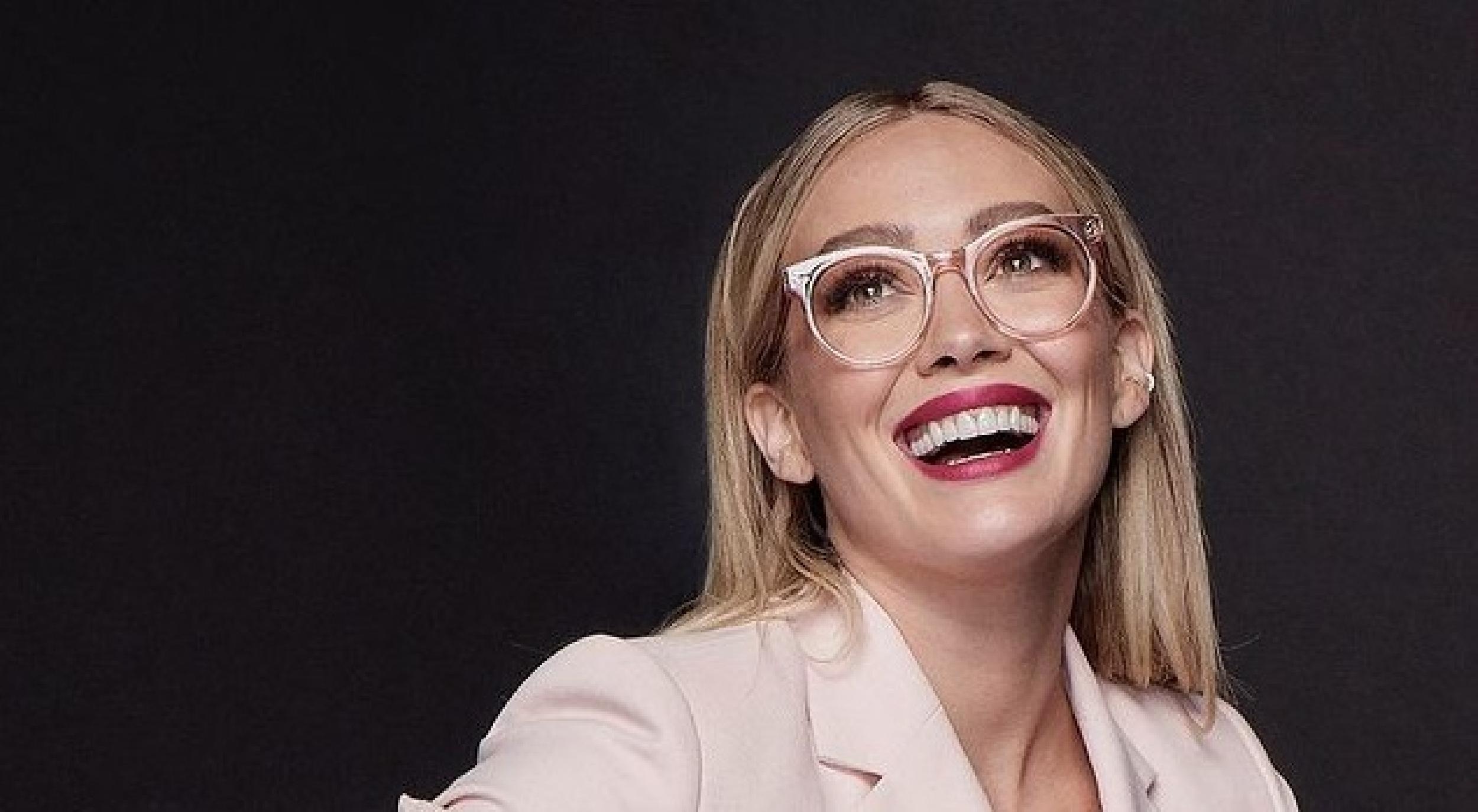Oficiální! Právě se natáčí How I met your father! (HIMYF) A hlavní postavu ztvární Hilary Duff!
