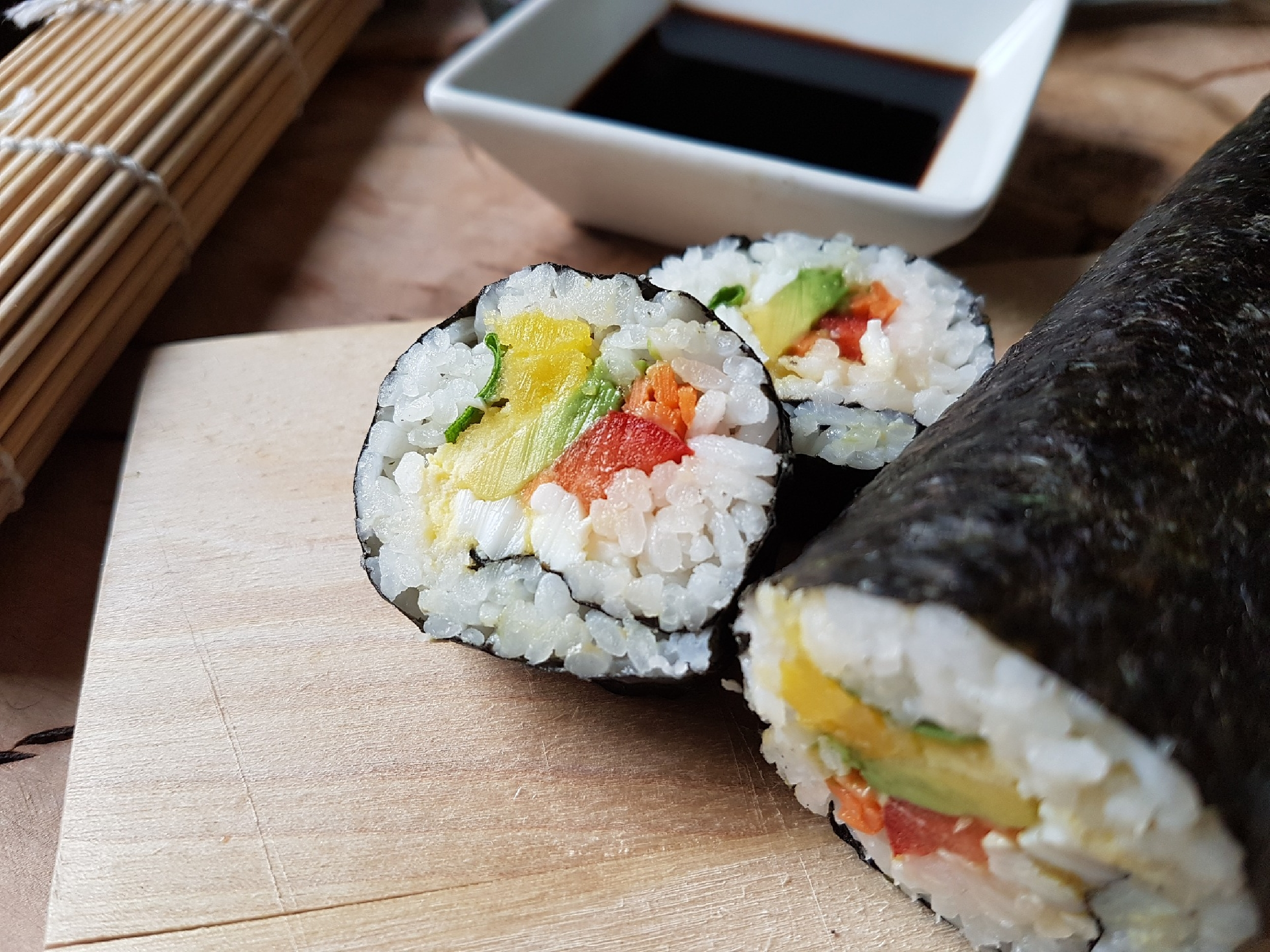 Sushi s mořskou řasou nori